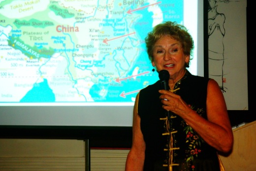 author-dinne2016-diane-speaking